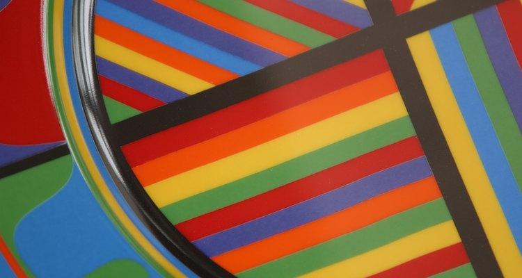Água salgada e corante alimentar podem criar efeitos de arco-íris através de camadas
