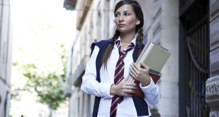 Uniforme de colegiala con una corbata.