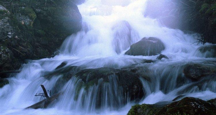 Las cascadas de interiores son uno de los puntos focales que pueden traer serenidad a tu casa.