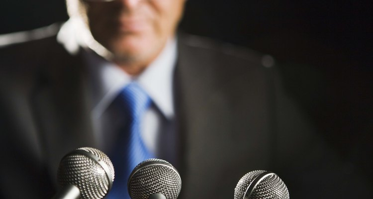 Usar un micrófono asegurará que todos en la sala te puedan escuchar.