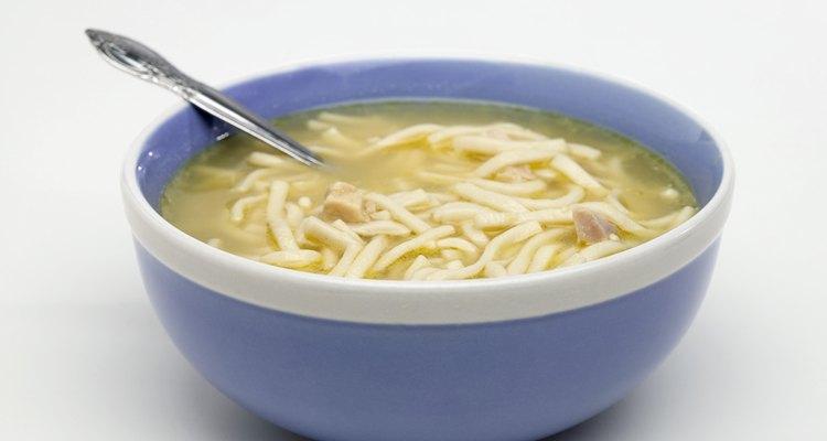 La sopa de fideos es baja en calorías.