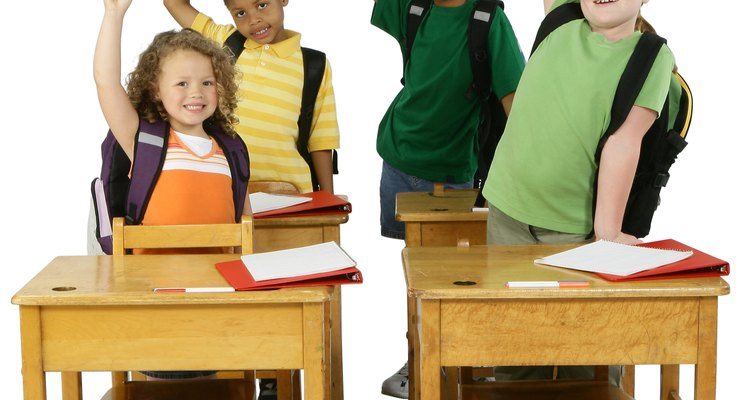 Los programas de inmersión utilizan respuestas no verbales para desarrollar la comprensión auditiva antes de desarrollar las habilidades orales.