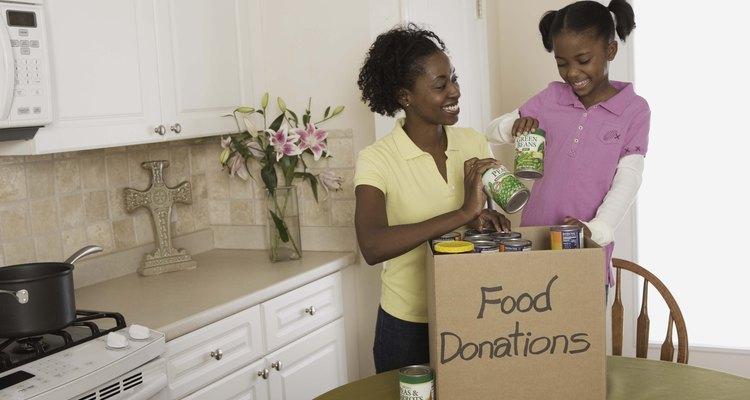 Pide donaciones a personas o empresas para ayudar a tu causa.