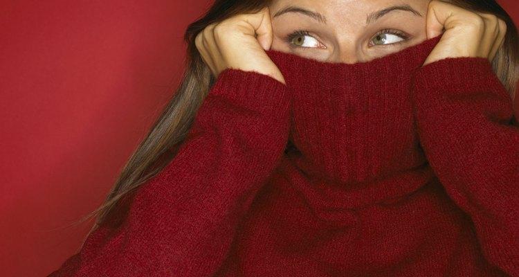 Prueba volver a darle forma a tu suéter favorito antes de regalarlo.