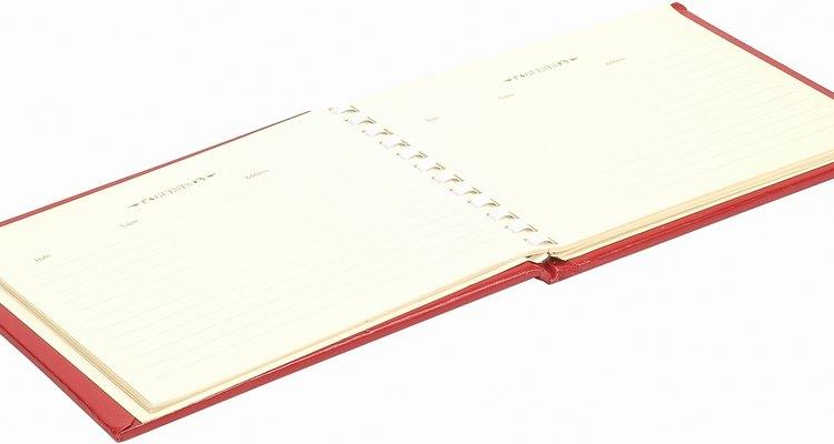 """Convierte un libro de invitados en un libro de aventuras para una boda con temática de la película """"Up""""."""