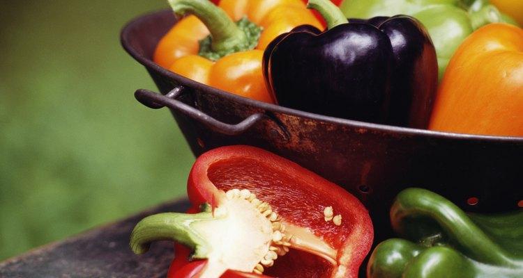 Los pimientos maduros vienen en una variedad de colores.