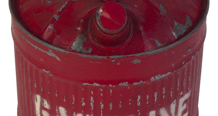 La gasolina tiene un fuerte olor que puede persistir durante algún tiempo después de que se haya derramado.