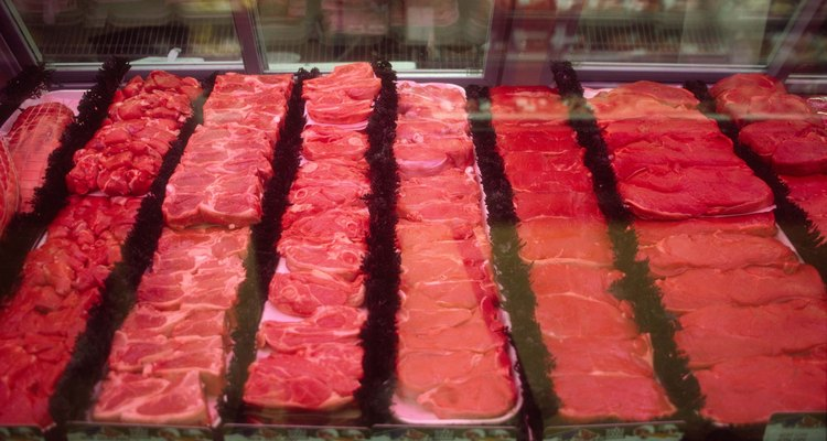 Los cortes de ternera son similares a los de res. La ternera es la carne de un becerro joven.