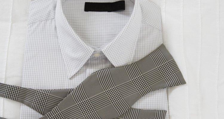 Hay trucos para enderezar cuellos de camisa rebeldes.