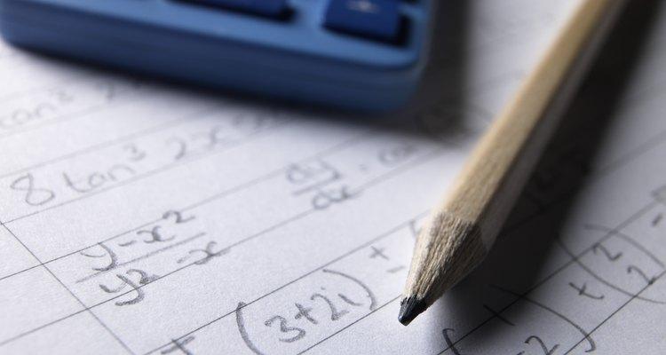A fórmula utilizada para encontrar o comprimento de uma corda depende das informações disponíveis no problema
