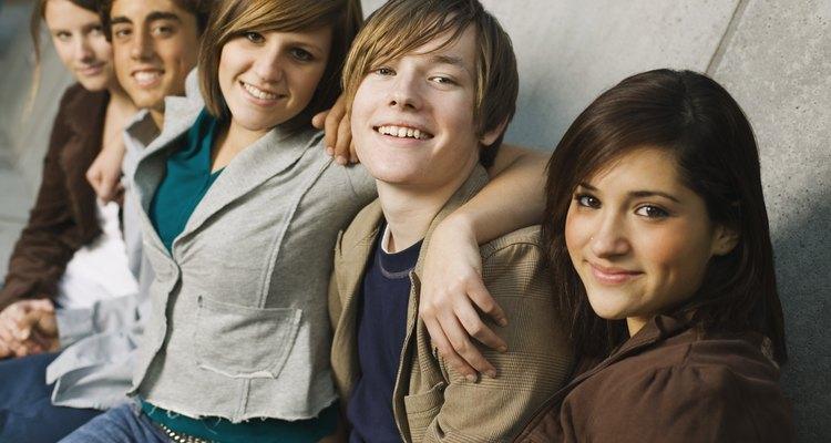 Los adolescentes jóvenes suelen disfrutar de citas en grupo.