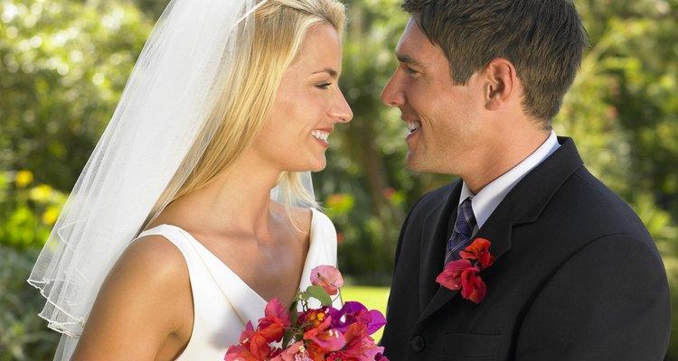 Las teorías comunes sobre el matrimonio incluyen las razones por las cuales una pareja debería casarse.