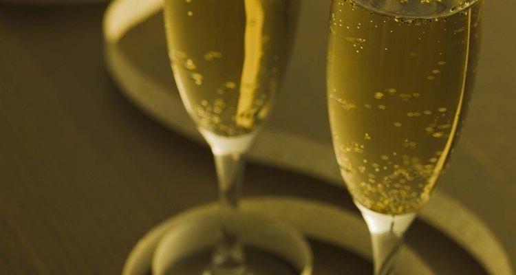 Brinde a um aniversário de 50 anos com uma taça de champanhe