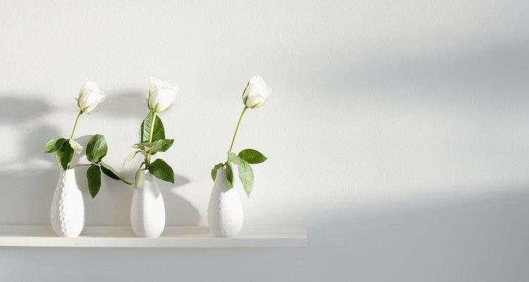 Las rosas cortadas son grandes bebedoras y necesitan agua fresca para sobrevivir.