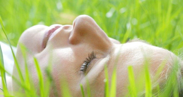 El verde en un sueño a menudo simboliza esperanza, crecimiento y cambio positivo.