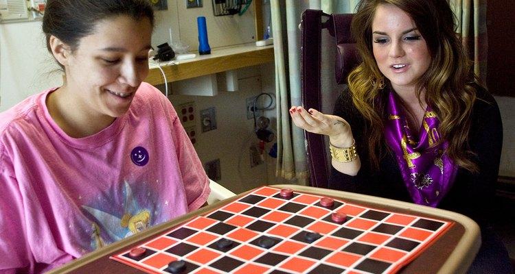 Nem sempre é possível jogar Damas com seus amigos pessoalmente, então, jogue online