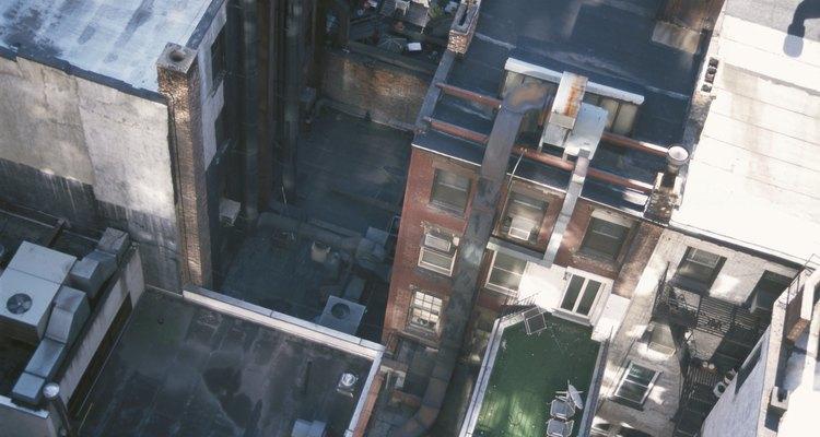 Los techos planos están expuesto a una intensa luz solar y directa y a la humedad.