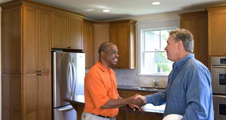 Los honorarios de un contratista dependen de su nivel de experiencia y de sus clientes.