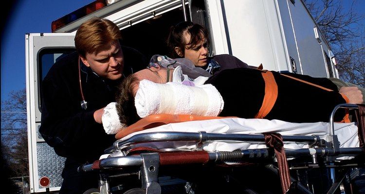 Los paramédicos tienen una formación especial que los califica para desempeñarse en una variedad de puestos de trabajo.