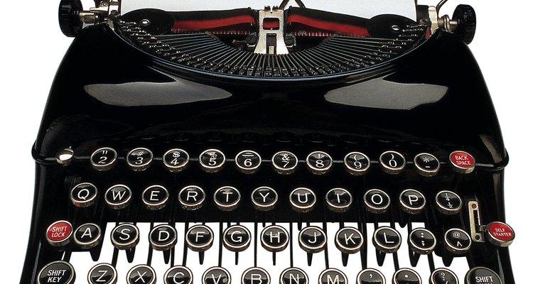Um pouco de óleo nos lugares corretos aumentará muito a vida de qualquer máquina de escrever