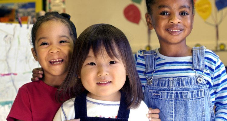 Atividades de amizade promovem relações positivas entre seus jovens alunos
