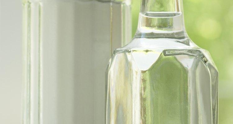 Bicarbonato de sódio, vinagre e balões dão origem a vários experimentos divertidos