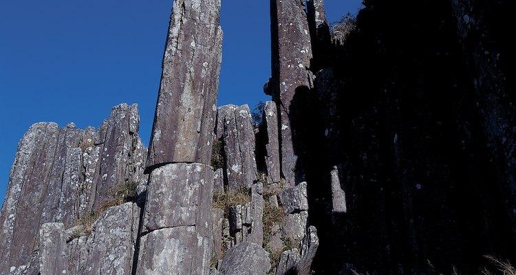 Muitas das estruturas terrestres são compostas por rochas ígneas