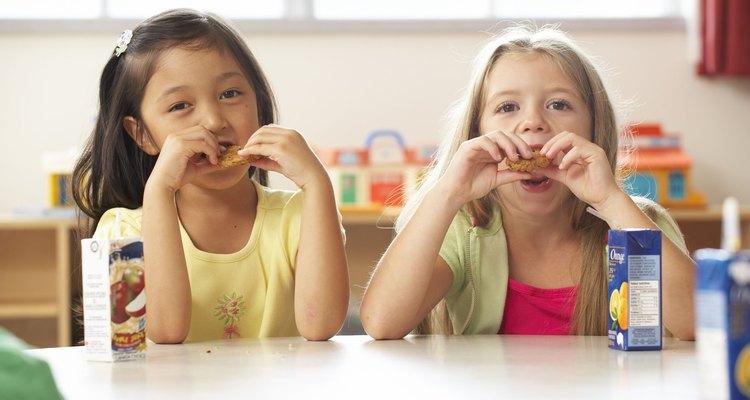 Tan pronto como los niños entiendan los porcentajes, decimales y sepan multiplicar, pueden aprender acerca del interés simple.