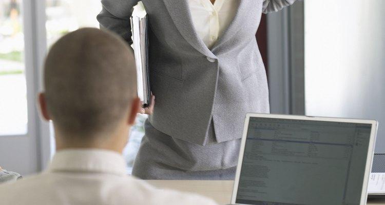 Si tu jefe amenaza con despedirte, no exageres. Háblale sobre los problemas y ve si tienen solución.