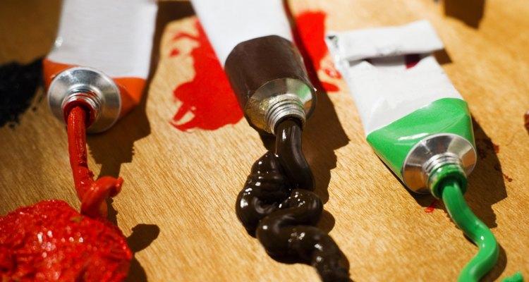 Mezcla las pinturas correctas para lograr obtener el color dorado.