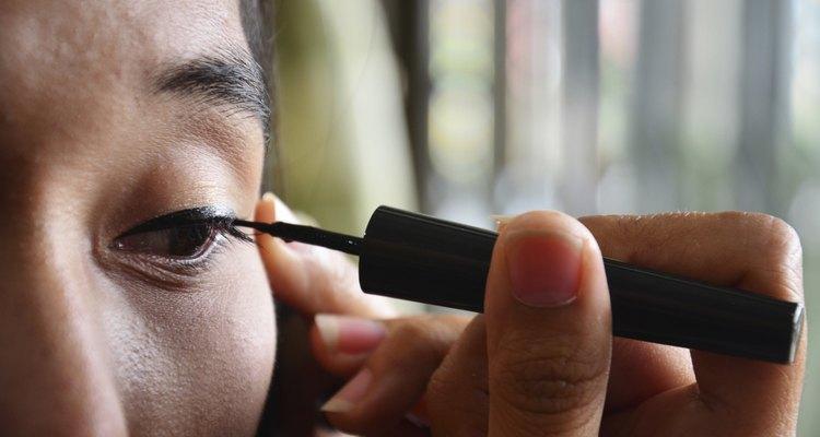 Lifestyle Thai woman use eyeliner