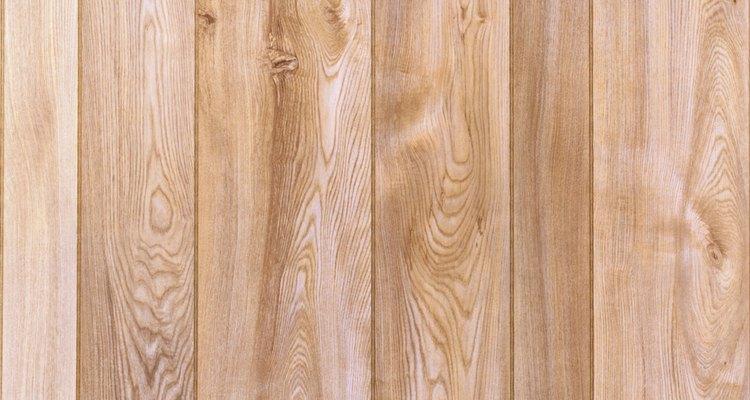Cómo dar un aspecto rústico a la madera.