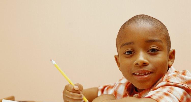 Un horario de tarea y un espacio callado para trabajar ayudan a tu hijo con un buen comienzo.