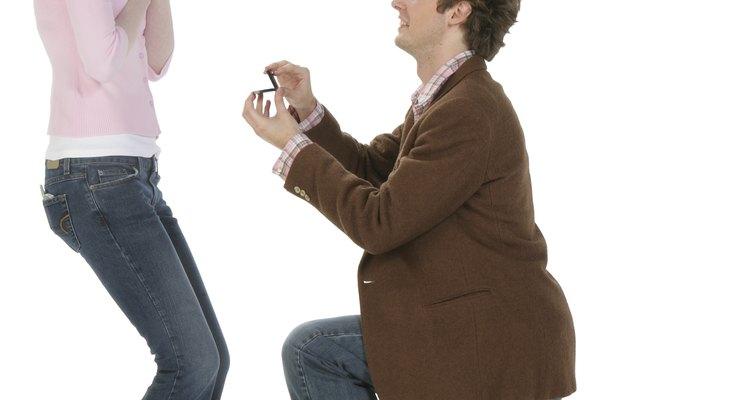 ¿Deben los anillos de compromiso ser devueltos si la boda se cancela?
