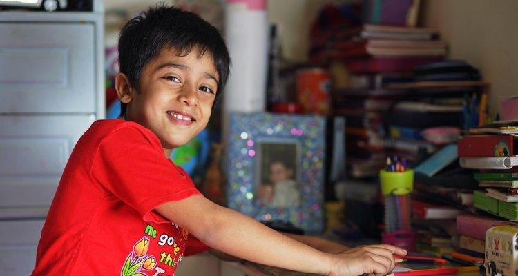 Completar la tarea es una necesidad para todos los preadolescentes. Establecer reglas claras para cuándo, dónde y por cuánto tiempo tu hijo debe hacer su tarea es clave para su éxito escolar.