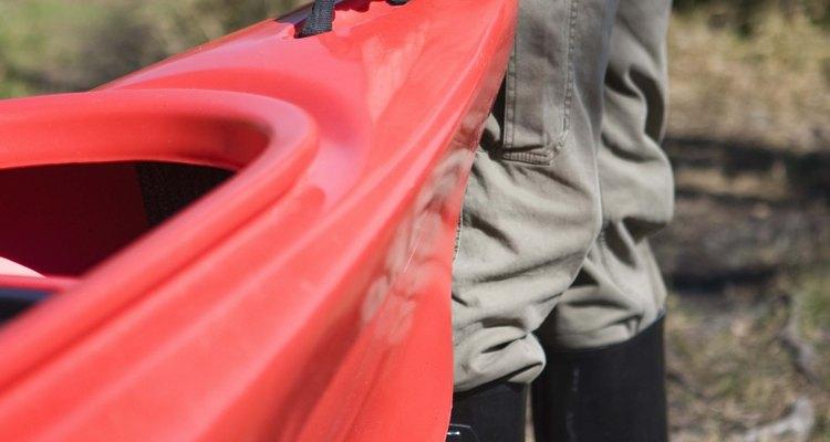 As canoas, geralmente, são feitas de polietileno ou de fibra de vidro