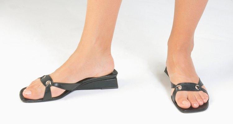 En verano, las sandalias de cuero pueden comenzar a dar mal olor.