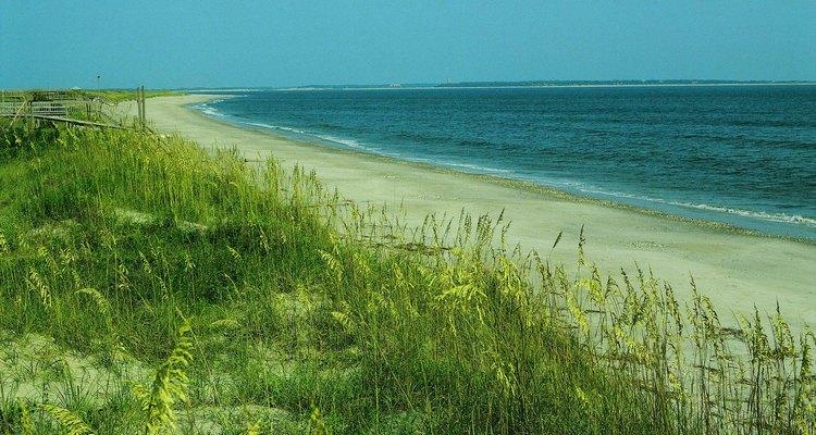 Las islas barrera a lo largo de la costa de North Carolina protegen la parte continental de los huracanes.