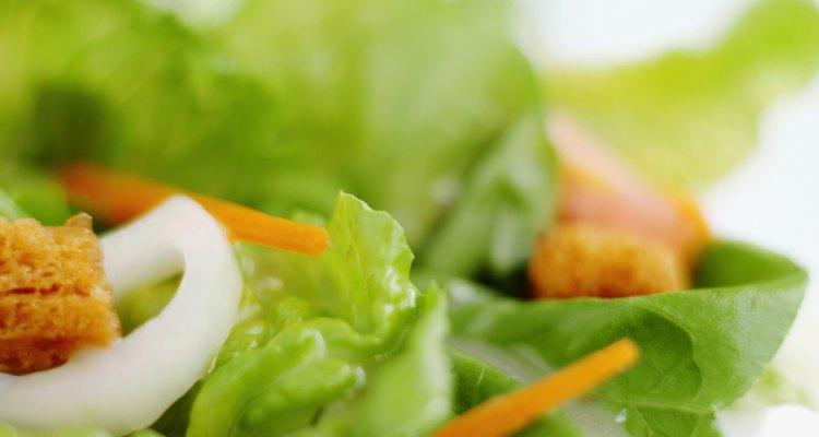 Lechuga, zanahoria y semillas de sésamo son una rica combinación.