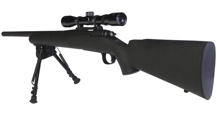 Un rifle de francotirador es un rifle de alta potencia con una mira de alta potencia.