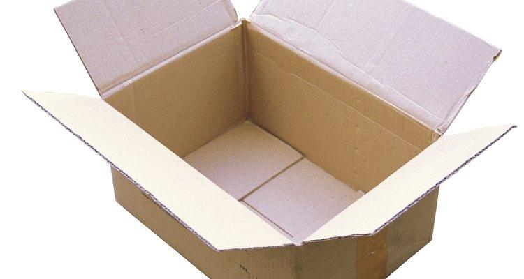 Pedaços de papelão para maquetes podem ser aproveitados de caixas velhas de sua casa