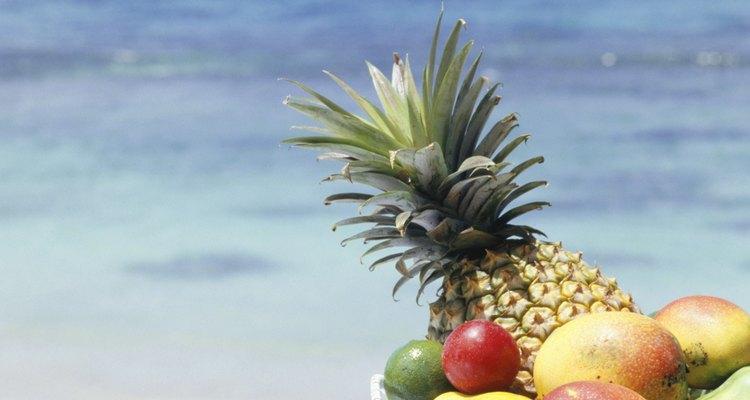La piña es una fruta dulce que ayuda a conservarte delgada.