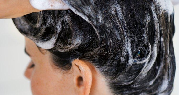 Un cambio de champú puede ayudar a reducir el olor del cuero cabelludo.