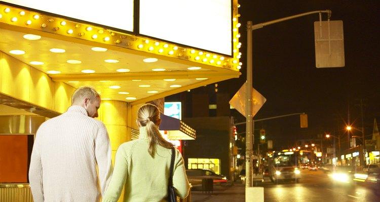 Elige la película que quieras ver y compártela con tu pareja.