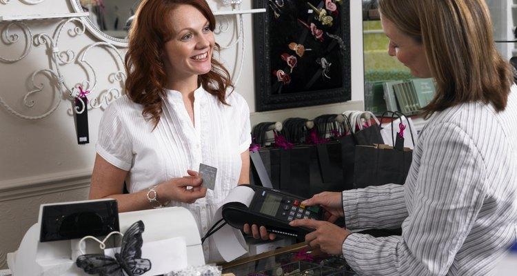 El uso excesivo de tarjetas de crédito, las hipotecas sobre viviendas innecesarias y compras de las que una pareja no puede permitirse el lujo, pueden estar acompañados de una respuesta negativa demasiado estresante.