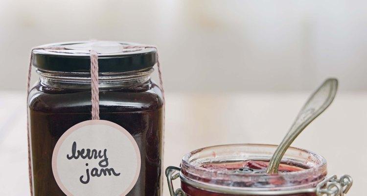 Comprender la diferencia entre dulces, jaleas y mermeladas te puede ayudar a identificar el tipo de producto de fruta si no está indicado en la etiqueta.