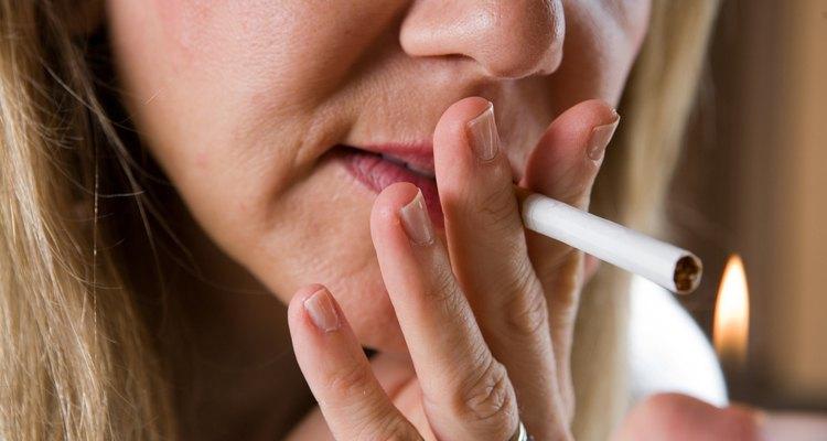 El humo del cigarro deja un olor delator en tu hogar.