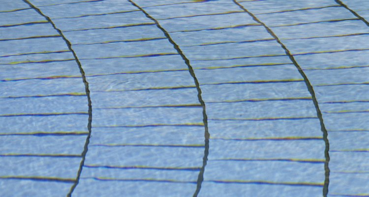 No matter their shape, all pavers need cleaning -- and white vinegar is one way to do it.