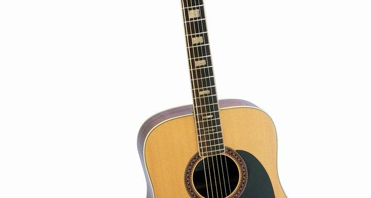 Agora você pode consertar sua tampa rachada de violão sozinho