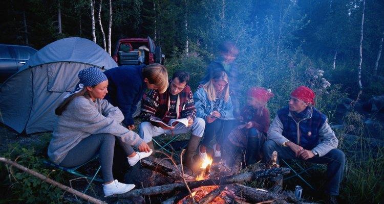 Atrévete a dejar las comodidades en casa y sumérjete en la naturaleza acampando en el bosque.